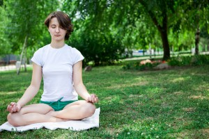 mindfulness-pose-in-park